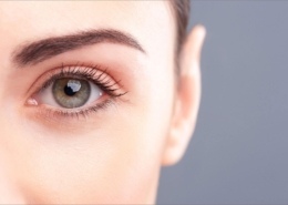 Bei einer Augenlidstraffung unterscheidet man zwischen einer Oberlidstraffung und einer Unterlidstraffung.