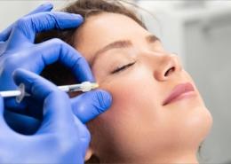 Die PRP Eigenbluttherapie ist besonders wirksam um Falten zu reduzieren und das Hauptbild zu verbessern.